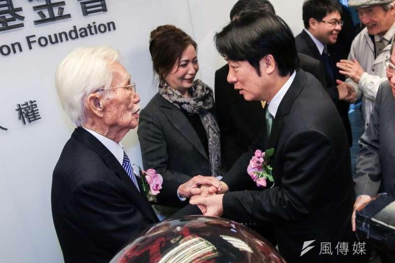 20190123-前行政院長賴清德23日出席台灣制憲基金會開幕式,結束時與辜寬敏董事長交談。(簡必丞攝)