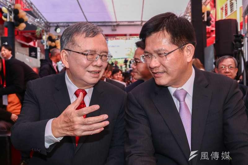 20190125-交通部長林佳龍(右)出席中華電信MOD與Netflix簽約記者會,左為中華電信董事長鄭優。(蔡親傑攝)