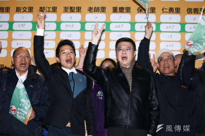 20190127-何志偉參與立委補選獲得勝選,民進黨主席卓榮泰前來祝賀當選。(蔡親傑攝)