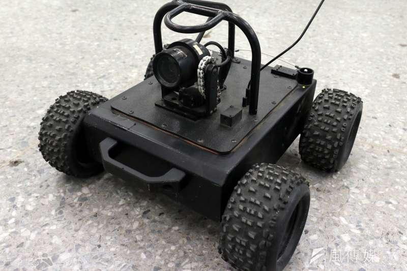 20190129-具有一定越野能力的四輪偵搜機器人,能在特殊地形下進行偵查,即時回傳影像,讓特戰隊員掌握現場情況。(蘇仲泓攝)