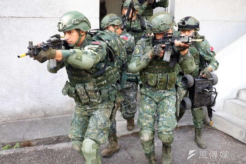 陸軍特訓中心「城鎮特種作戰訓練班」學員須經過應用射擊、限制空間戰鬥等課目訓練,如何成為一名具有合格城鎮特種作戰資格的人員,挑戰並不輕鬆。(蘇仲泓攝)