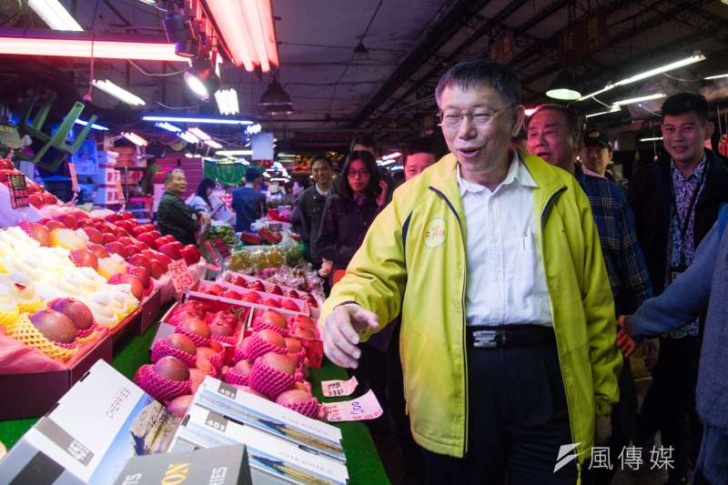 台北市長柯文哲30日視察第一果菜批發市場,受訪時談起「韓流」,柯文哲表示是很困難的學術題目。(甘岱民攝)