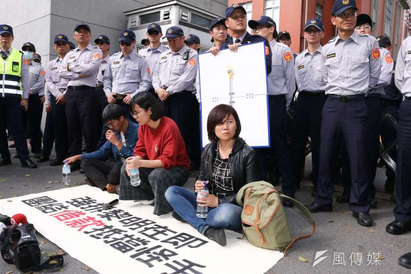 20190131-社運人士於總統府前對台中黎明幼兒園土地重劃案表達抗議。(蔡親傑攝)
