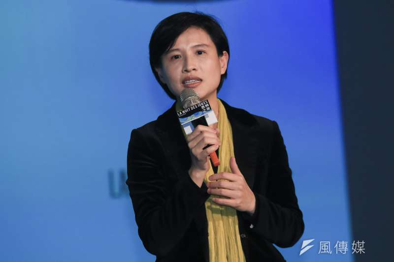 文化部長鄭麗君今到台北國際書展購書,並公開此次75本購書清單,包含20本圖文、漫畫書。(資料照,簡必丞攝)