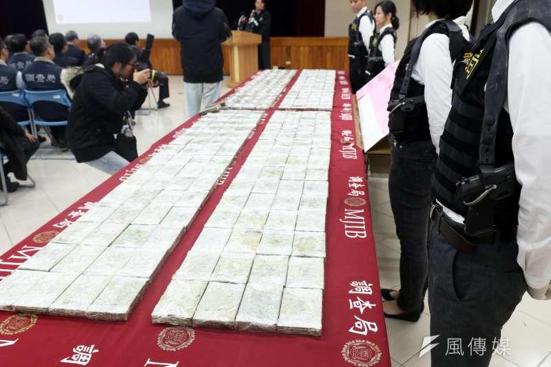 20190201-調查局台北市調查處下午召開記者會,說明本周在基隆港貨櫃查獲242塊海洛因磚一案。(蘇仲泓攝)