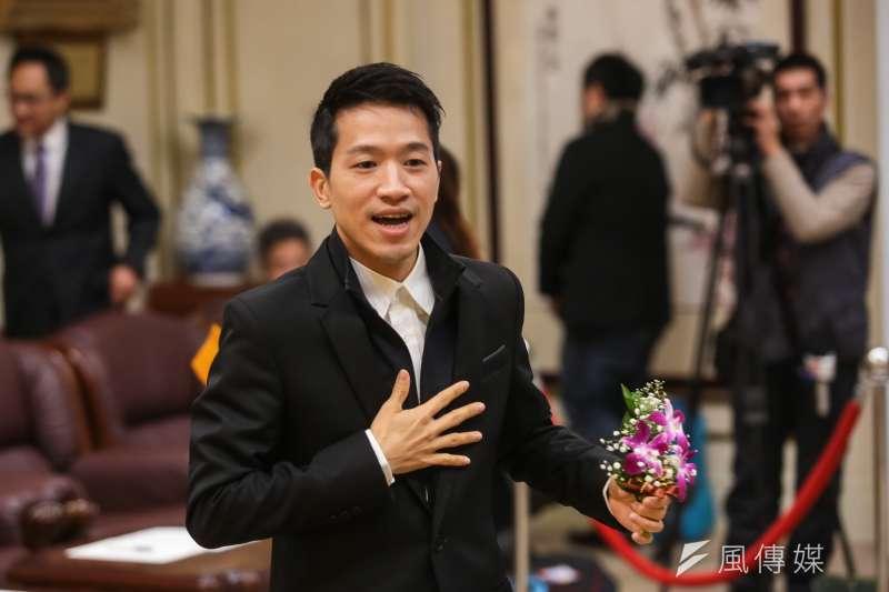 民進黨新科立委何志偉1日出席宣誓就職典禮。(顏麟宇攝)