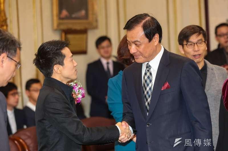 20190201-民進黨新科立委何志偉(左)、立法院長蘇嘉全(右)1日出席宣誓就職典禮。(顏麟宇攝)