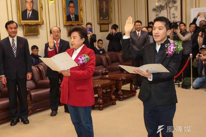 20190201-國民黨新科立委沈智慧(左)、民進黨新科立委何志偉(右)1日出席宣誓就職典禮。(顏麟宇攝)