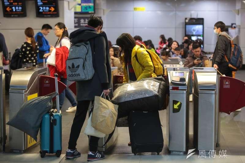 20190202-台北車站高鐵返鄉人潮。(顏麟宇攝)