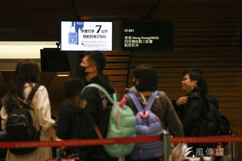 華航機師今天清晨6時開始罷工,華航宣布8日到10日有26個國際及兩岸航班取消。(陳品佑攝)