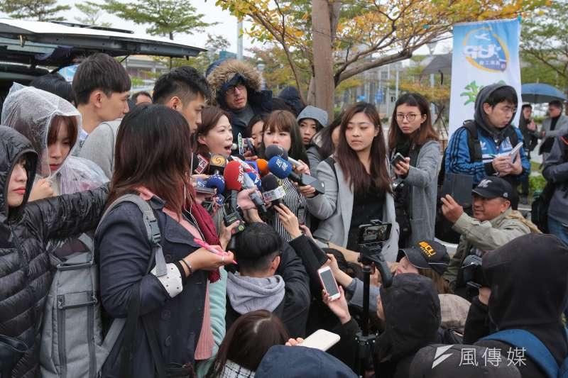 20190209-華航機師罷工9日進入第二天,機師工會理事長李信燕於松山機場接受媒體聯訪。(顏麟宇攝)
