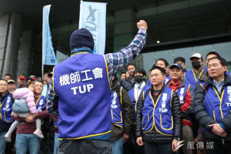 華航機師罷工,機師工會同仁至交通部外聲援。(顏麟宇攝)