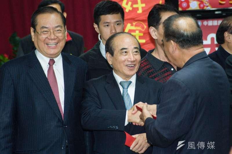 20190211-國民黨新春團拜,秘書長曾永權與前立法院長王金平。(甘岱民攝)