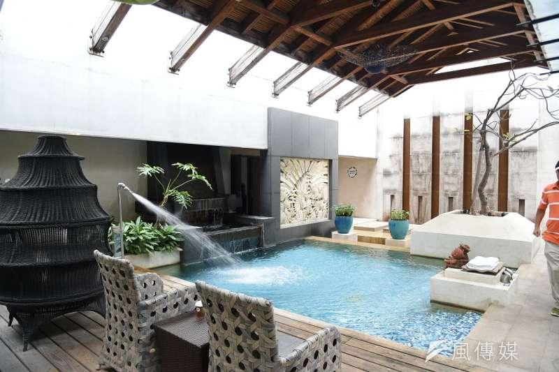 專家建議民眾喜歡的房子若是在游泳池的樓上,基本上不用擔心太多。(徐炳文攝)