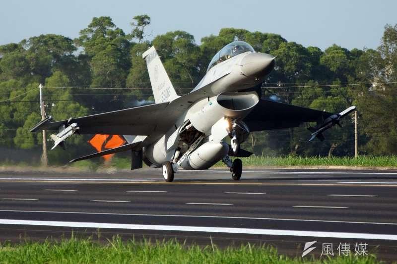 20190213_國軍上次進行戰機戰備道起降,已是5年前的事情,當時包括3型主力戰機、預警機等機種參與演練。圖為F-16戰機。(資料照,蘇仲泓攝)