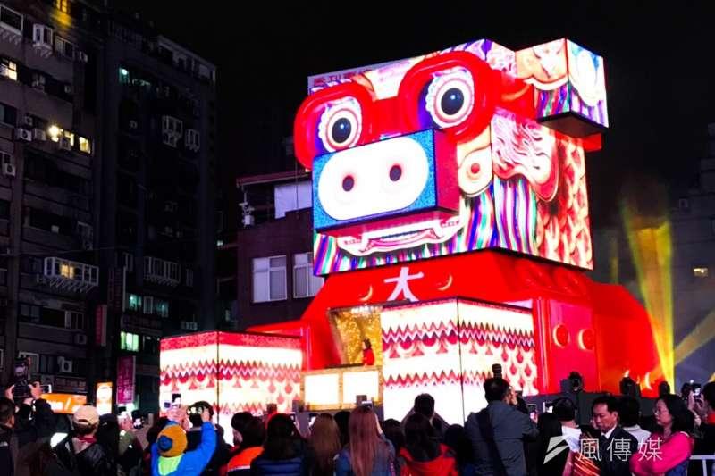 台北燈節在西門町舉辦,主燈豬寶今晚試燈。(方炳超攝)