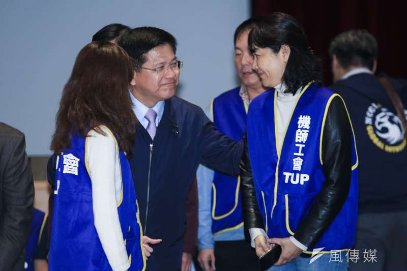 交通部長林佳龍出席華航勞資協商會後記者會。(簡必丞攝)