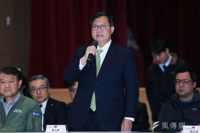 對於華映大裁員,桃園市長鄭文燦(前中)今(12)日表示,要求華映必須按《勞基法》給被裁的員工最優惠待遇。(資料照,簡必丞攝)
