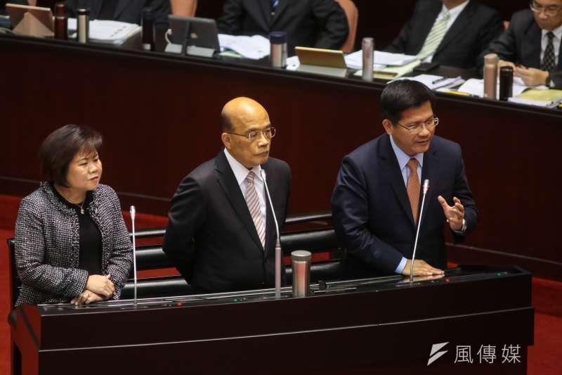 交通部長林佳龍(右)15日於立院備詢。(顏麟宇攝)