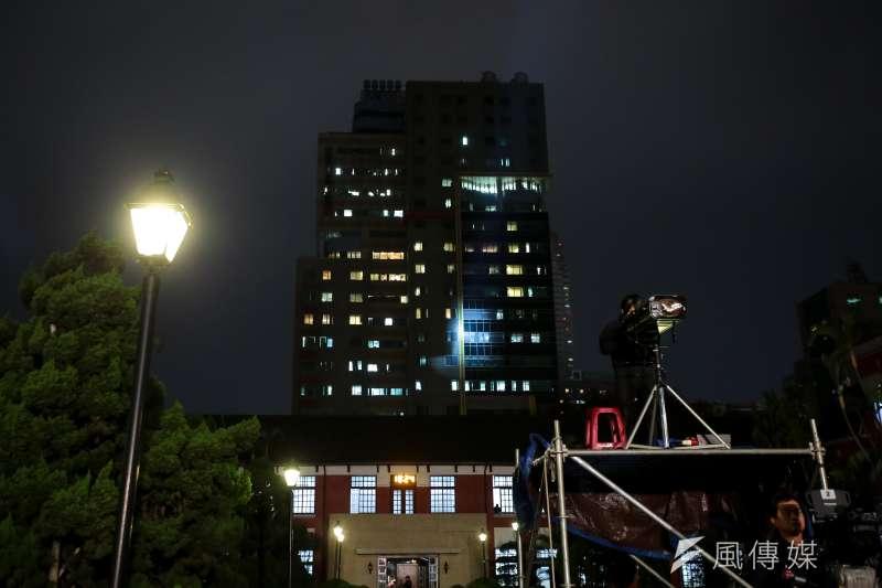 立法院15日晚間舉行「108年新春團拜公益音樂會」,有民眾反映投射燈掃到台大兒童醫院打擾病患。(顏麟宇攝)