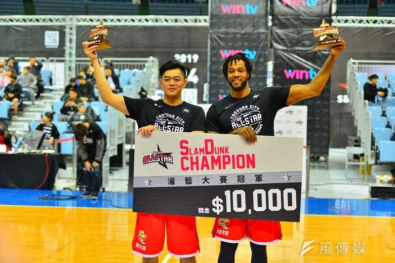 泰勒與呂孟偉聯手奪下灌籃大賽冠軍。 (金茂勛攝)