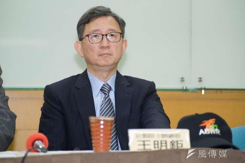 台大醫學院教授王明鉅(見圖)在臉書發文指出,經濟部在記者會中只有說中火減煤,但卻沒提到台灣其他的燃煤電廠「全在大燒特燒」。(資料照,甘岱民攝)