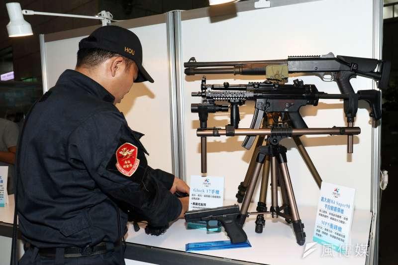 20190221_海巡特勤隊平時執勤配有步槍、衝鋒槍、手槍等長短槍械。(資料照,蘇仲泓攝)