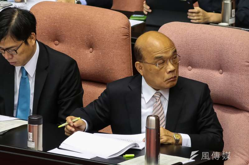 針對國民黨質疑民進黨「害怕」簽署兩岸和平協議,行政院長蘇貞昌22日於立院總質詢時,提出德二戰史實為例回應國民黨。(顏麟宇攝)