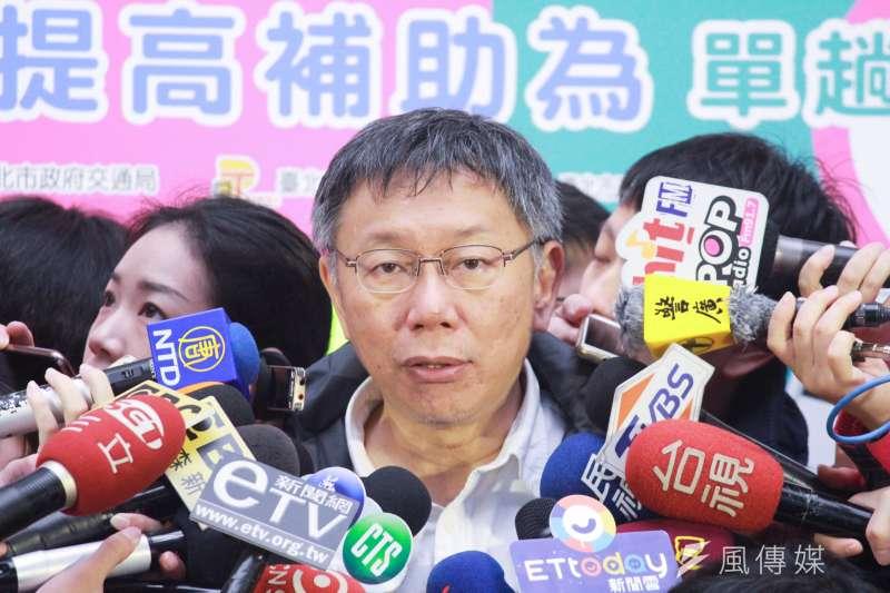 台北市長柯文哲22日上午出席敬老、愛心卡提高補助金額記者會,被問及此舉是否要提升長者支持度?柯文哲回應不是凡事都要搶救,其實還是有政策在推。(方炳超攝)