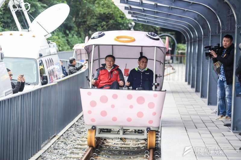 20190223-新北副市長陳敬純(右)23日與台北市長柯文哲(左)做雙北交流,雙方於深澳騎乘railbike。(簡必丞攝)