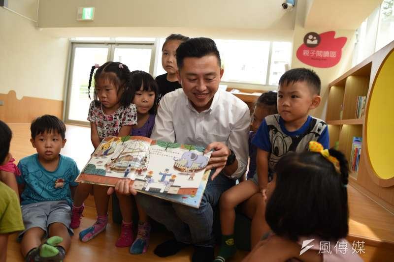 新竹市長林智堅承諾,為回應市民對閱讀需求,市府也投入8億打造全新總圖書館,將帶給市民更豐沛的藏書量與更寬闊的閱讀空間。(新竹市政府提供)
