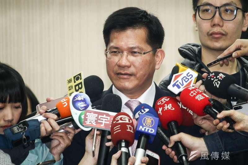 交通部長林佳龍(中)說,台中市都發局停止台中機場相對應的「清泉崗機場門戶計畫」,對台中人是莫大損失。(資料照,蔡親傑攝)