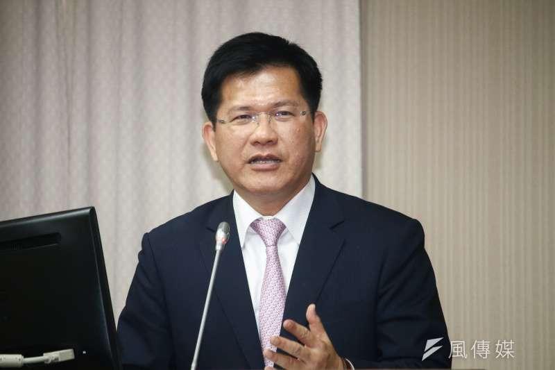 交通部長林佳龍說,大方向上支持公共運輸加裝酒精鎖,正和業者協調當中。(蔡親傑攝)