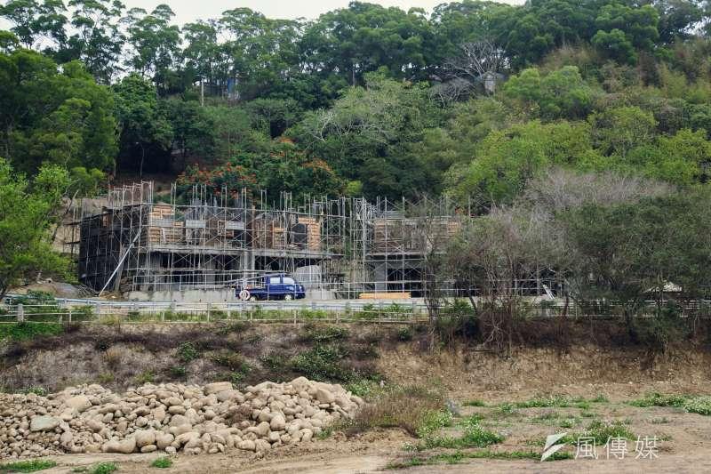 20190219-苗栗石虎專題,山坡旁正在興建的農舍。(甘岱民攝)