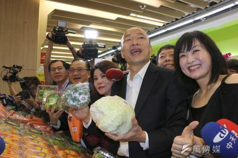 粵港澳大灣區與高雄市等城市應該也有合作空間。圖為高雄市長韓國瑜在新加坡招商行銷台灣農產品。(高市府提供)