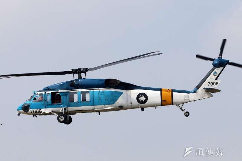空軍一架S-70C型直升機27日降落松山機場時,驚傳擦碰意外。示意圖,與新聞個案無關。(資料照,蘇仲泓攝)