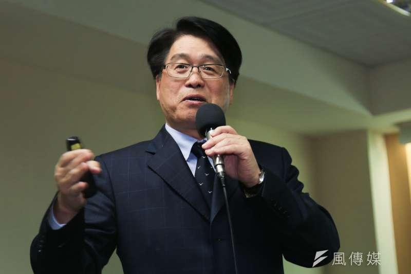 台灣民意基金會董事長游盈隆針對手機民調等數大問題,質問總統蔡英文及民進黨中央。(資料照片,簡必丞攝)