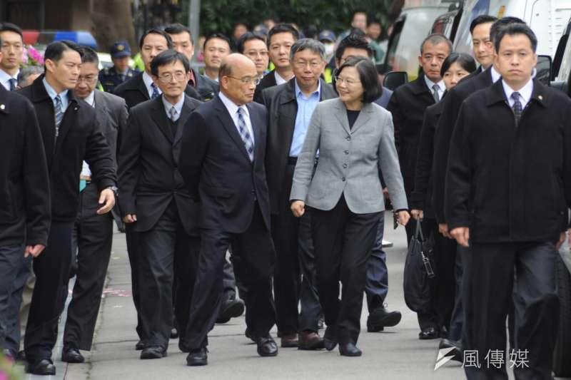 20190228-二二八事件72週年中樞紀念儀式,行政院長蘇貞昌、台北市長柯文哲與總統蔡英文一同入場。(甘岱民攝)