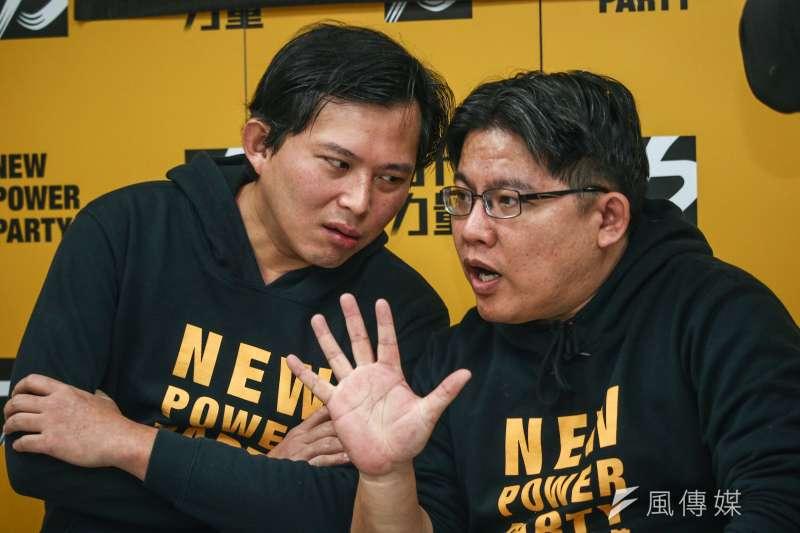 20190301-時代力量黨主席交接,左為卸任主席黃國昌、右為新任主席邱顯智。(蔡親傑攝)