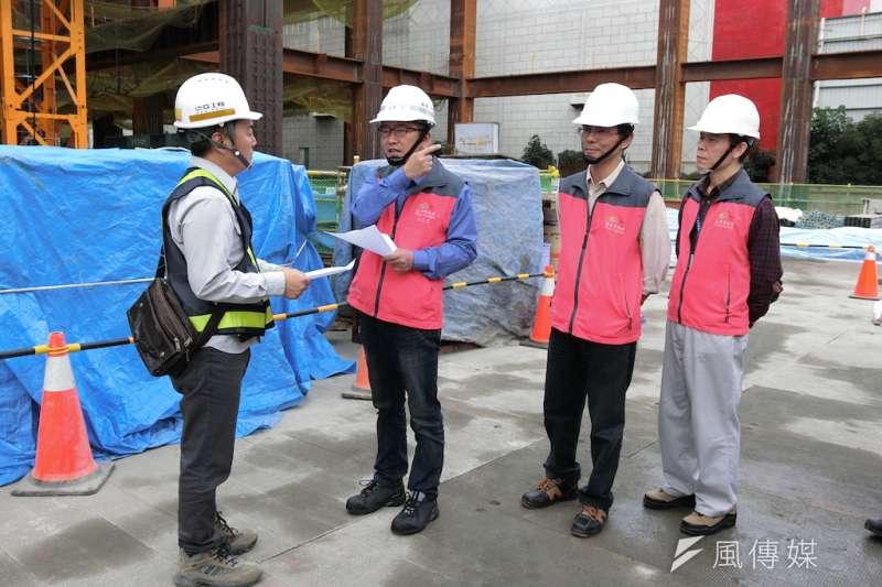 台中市府勞工局長吳威志視察工地了解勞工安全。(圖/記者王秀禾攝)
