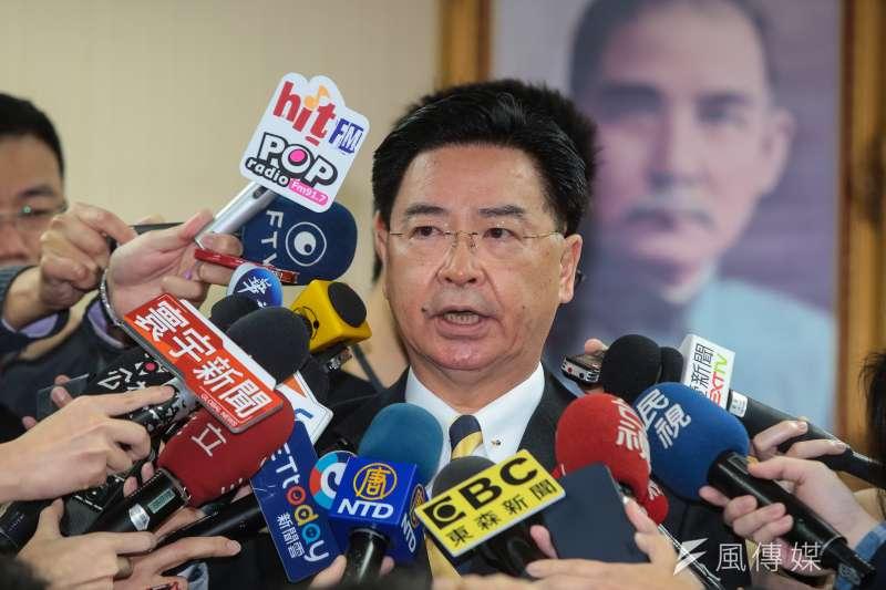 外交部長吳釗燮4日於立法院外交國防委員會接受媒體聯訪,對於台灣首度缺席世界衛生組織的流感疫苗選株會議,他表示非常遺憾,此事當然是因為中國壓力,而台灣人民被排除在外,WHO有檢討必要。(顏麟宇攝)