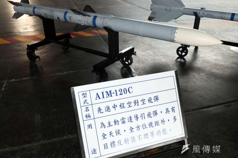 20190306-我國空軍配備的AIM-120-C中程空對空飛彈,具有全天候、視距外、多目標射後不理的特性。(蘇仲泓攝)