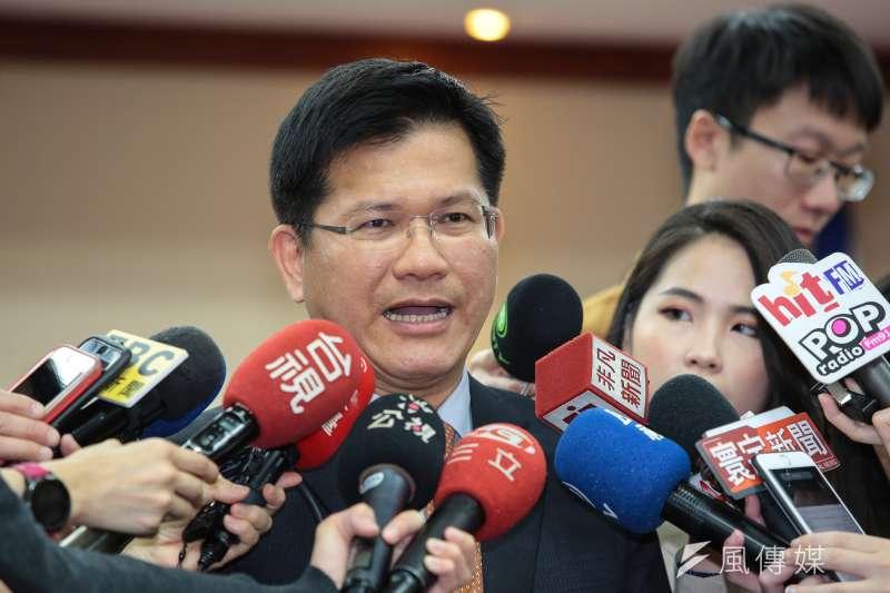 關於高鐵南延新增兩案,交通部長林佳龍(左一)表示,還在整體評估中,尚未定案。(資料照,顏麟宇攝)