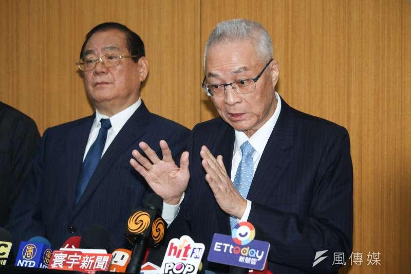 國民黨6日舉行「恭祝福德正神聖誕千秋」祭典,黨主席吳敦義(右)於會後接受訪問。(蔡親傑攝)