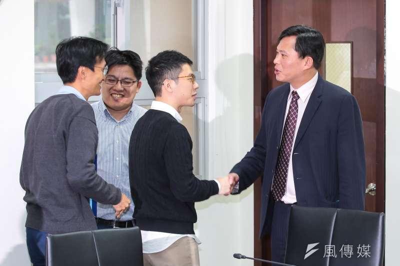 20190307-香港立法會議員朱凱迪(左一)及前議員羅冠聰(右二)7日至立院拜會時代力量立委黃國昌、黨主席邱顯智。(顏麟宇攝)