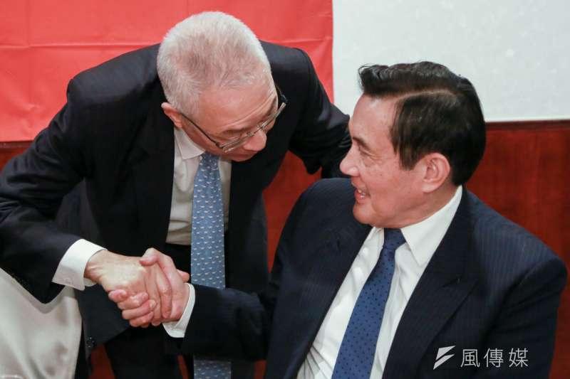 20190308-國民黨主席吳敦義(左)與前總統馬英九(右)8日出席全國公教軍警消聯合總會理監事會,雙方握手致意。(簡必丞攝)
