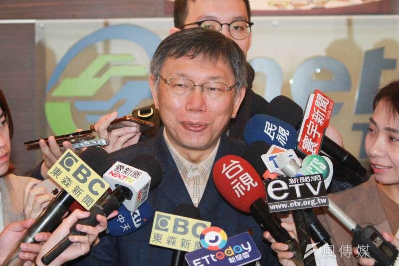 台北市長柯文哲9日上午出席「北市府首長領航共識營」,會後受訪談及新北市長侯友宜將訪北市府。(方炳超攝)