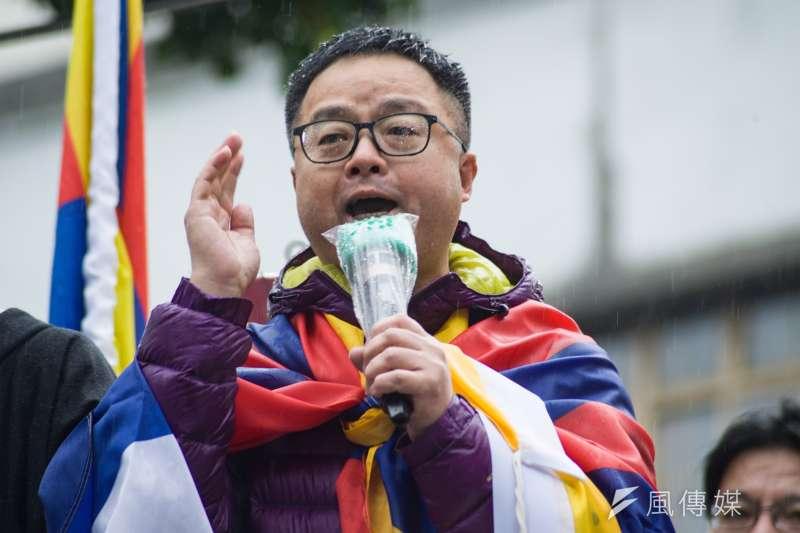 民間團體與在台藏人10日舉行西藏抗暴60周年大遊行,民進黨秘書長羅文嘉質疑國民黨:「60年前中共對西藏活生生血淋淋的例子,還得不到教訓嗎?」(甘岱民攝)