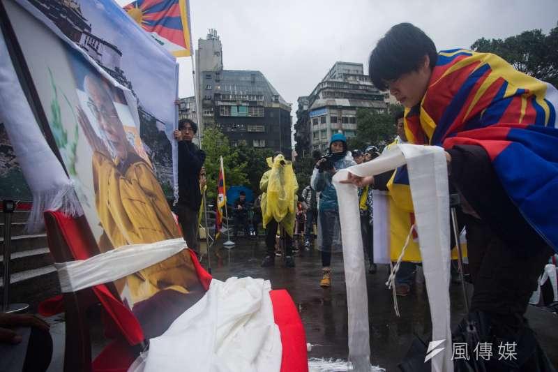 20190310-310西藏抗暴日60周年大遊行,民眾向達賴喇嘛行祝福儀式。(甘岱民攝)