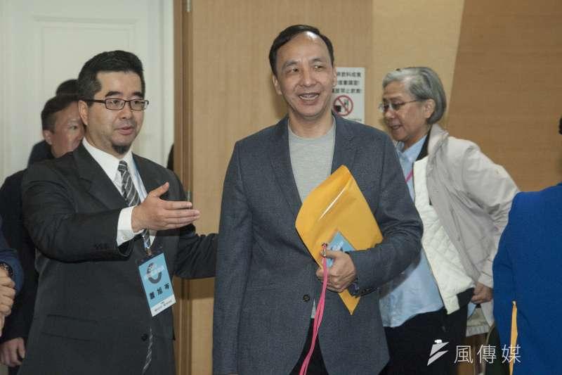 馬英九、長風基金會10日舉辦民間能源會議,日前宣布願意重啟核四的前新北市長朱立倫(右)也出席。(甘岱民攝)